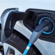 Recharger une voiture électrique, vite et en toute sécurité !